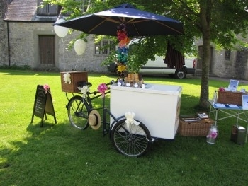 Icicle Tricycle Wales Pashley Classic 33 at St Donat's Castle